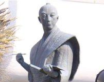 偉人も愛した《 鹿児島温泉最古の日当山温泉郷 》 小松帯刀銅像